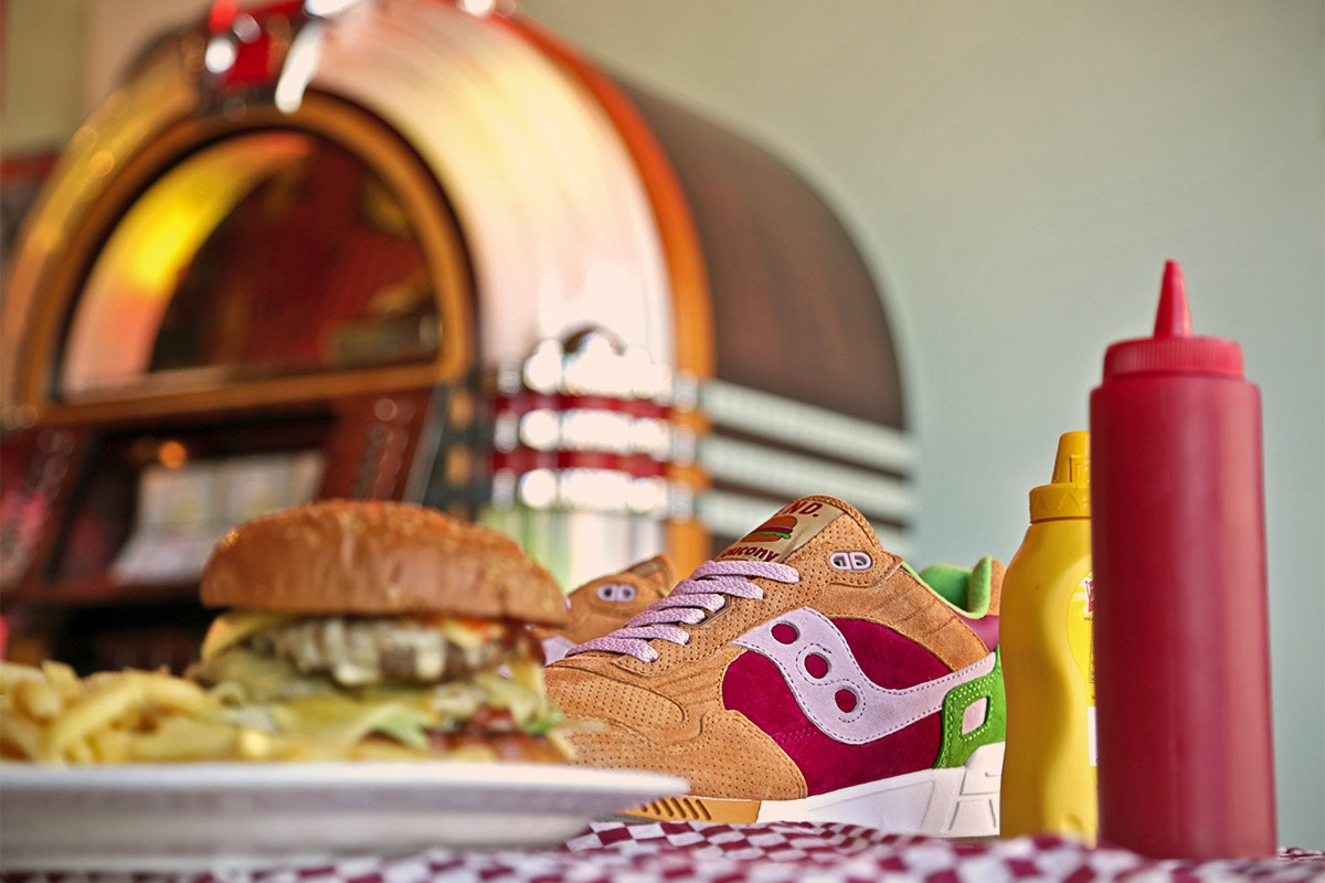 end-saucony-shadow-5000-burger-1