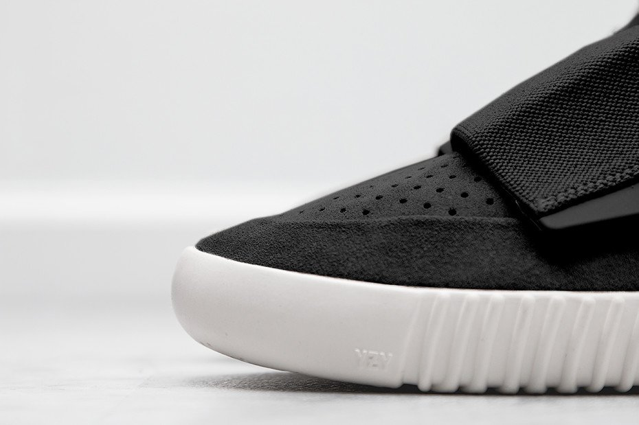 adidas-Yeezy-750-Boost-Black-930x619