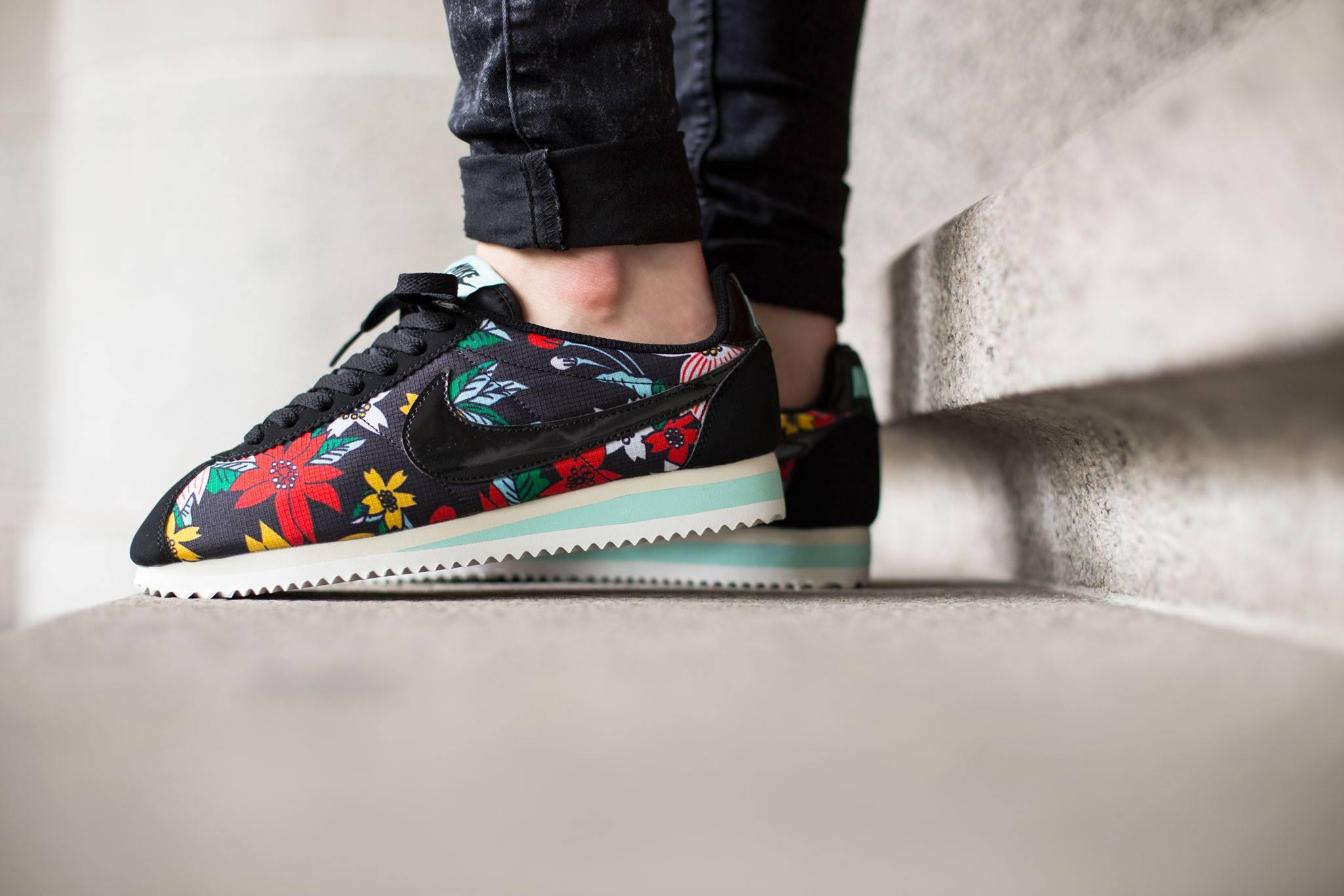 Nike Cortez Blumen