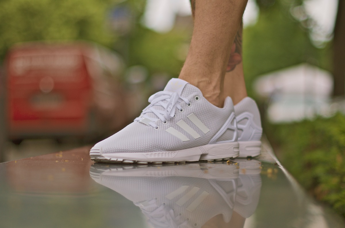 watch 8e380 fc30e Adidas Zx Flux All White On Feet