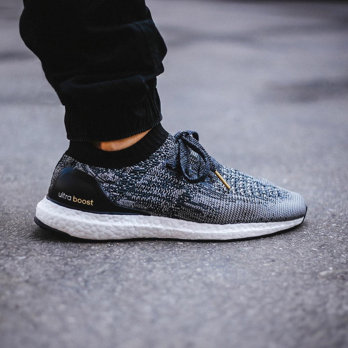 adidas ultra boost uncaged on feet jetzt lastminute. Black Bedroom Furniture Sets. Home Design Ideas
