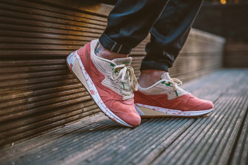 saucony-grid-8000-shrimp-scampi-lobster-off-white-lobster-pink-s70262-1-on-feet-1