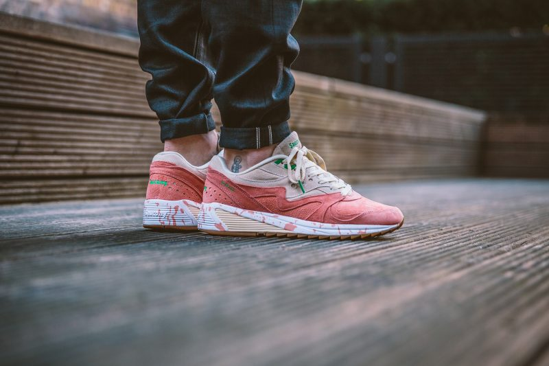 saucony-grid-8000-shrimp-scampi-lobster-off-white-lobster-pink-s70262-1-on-feet-13