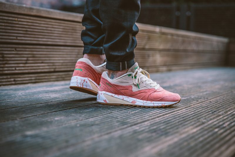saucony-grid-8000-shrimp-scampi-lobster-off-white-lobster-pink-s70262-1-on-feet-3
