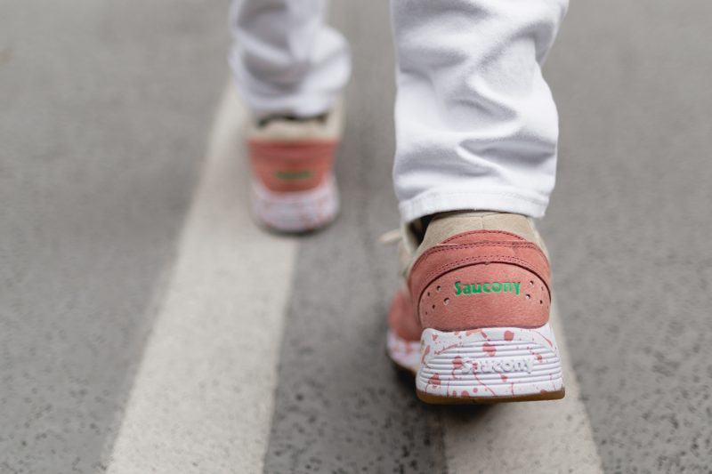 saucony-grid-8000-shrimp-scampi-lobster-off-white-lobster-pink-s70262-1-on-feet-4