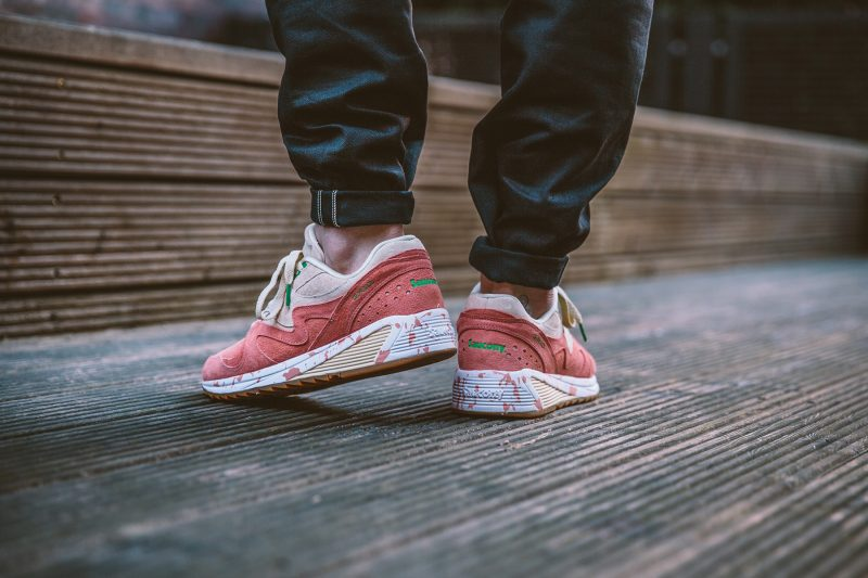 saucony-grid-8000-shrimp-scampi-lobster-off-white-lobster-pink-s70262-1-on-feet-5