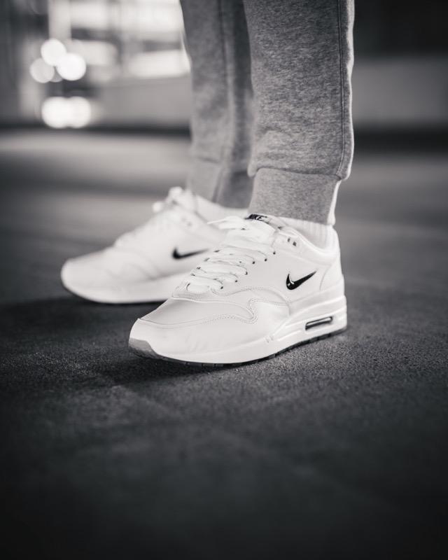 Großhandel Top 2019 Nike Air Max 270 Kissen Designer Laufschuhe 27c Trainer Road Star Eisen Sprite Tomate Man Allgemeine Turnschuhe Für Herren Damen