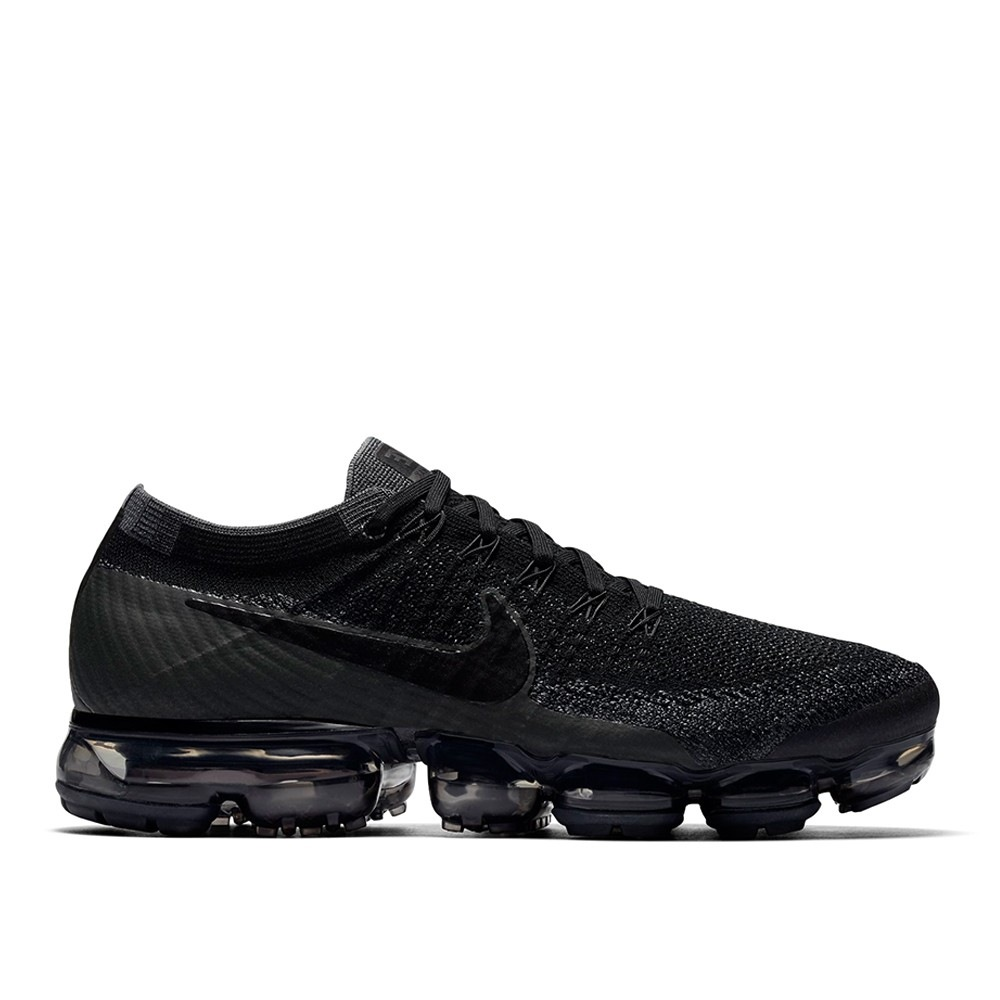 nike air vapormax triple black dead stock sneakerblog. Black Bedroom Furniture Sets. Home Design Ideas
