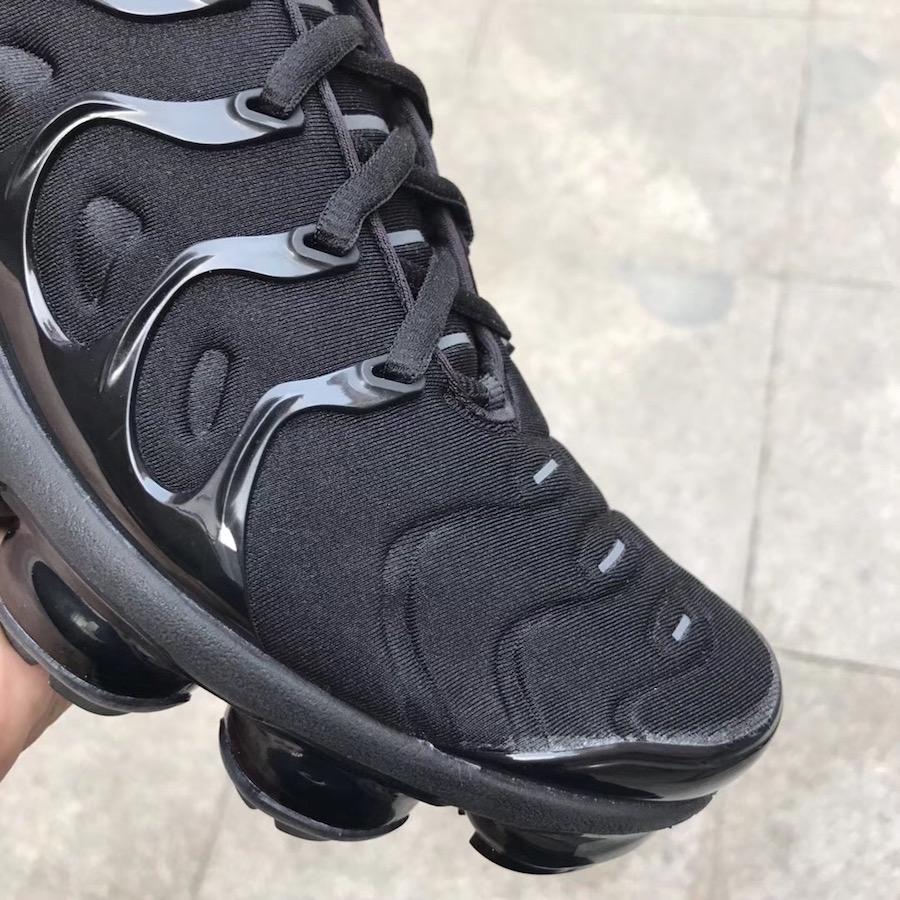 outlet store 01f70 7042e Nike Air VaporMax Plus Triple Black