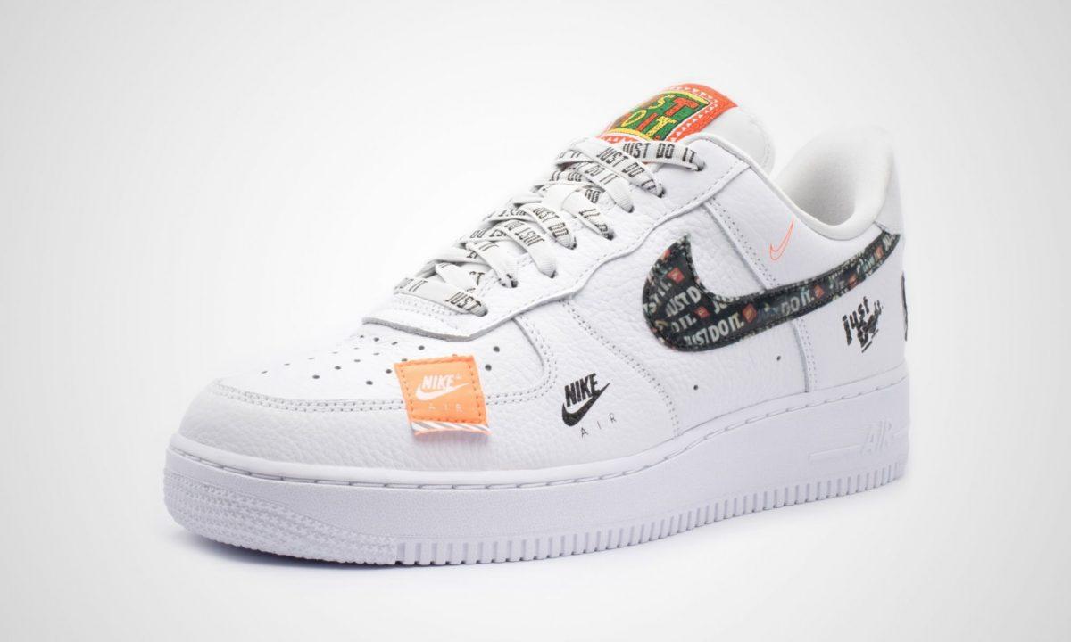 huge discount d7af2 de5a4 Selbstverständlich werden im Laufe der nächsten Tage noch einige weitere  Stores hinzukommen, bei denen ihr den weißen Nike Air Force 1 aus dem Just  Do It ...