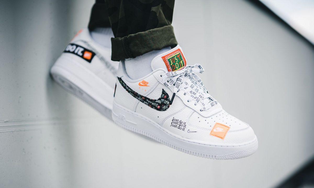 dade4ece Selbstverständlich werden im Laufe der nächsten Tage noch einige weitere  Stores hinzukommen, bei denen ihr den weißen Nike Air Force 1 aus dem Just  Do It ...