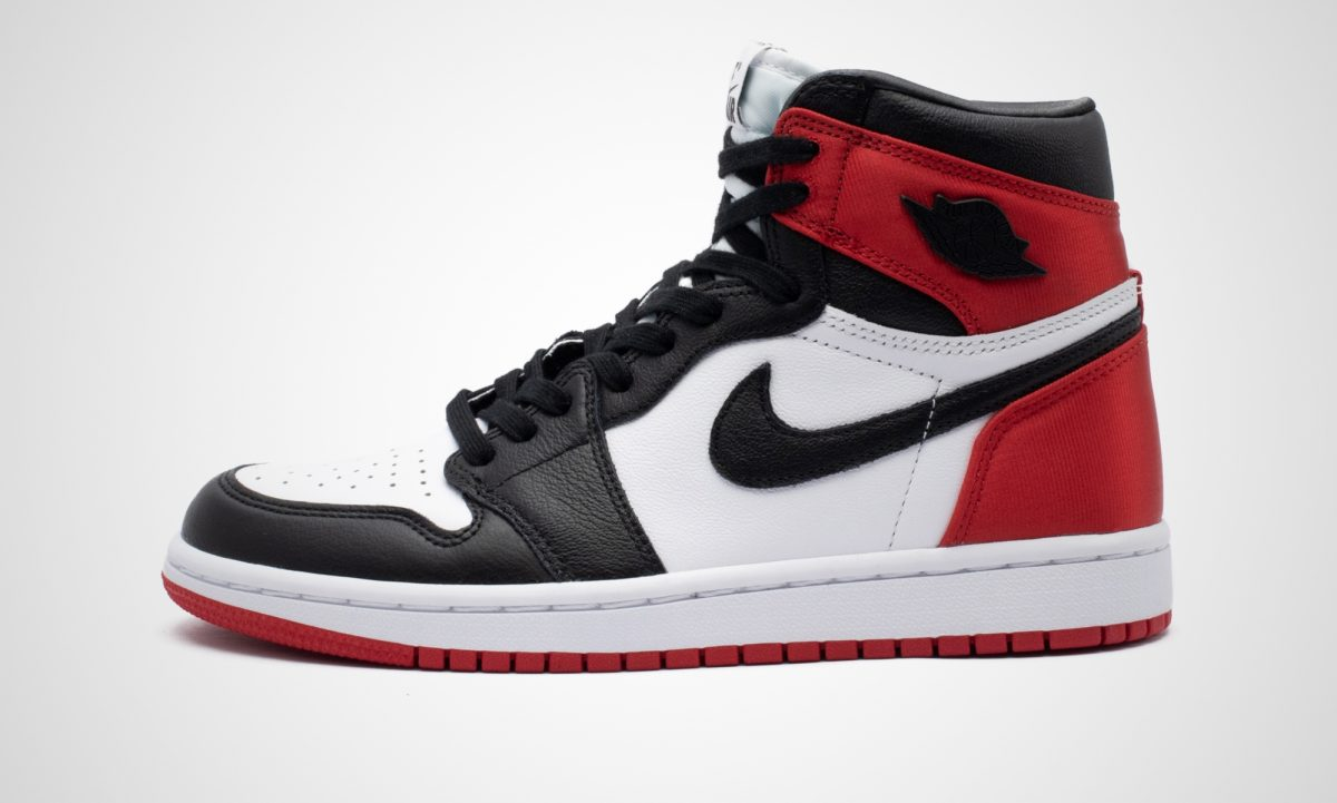 Nike WMNS Air Jordan 1 Satin Black Toe