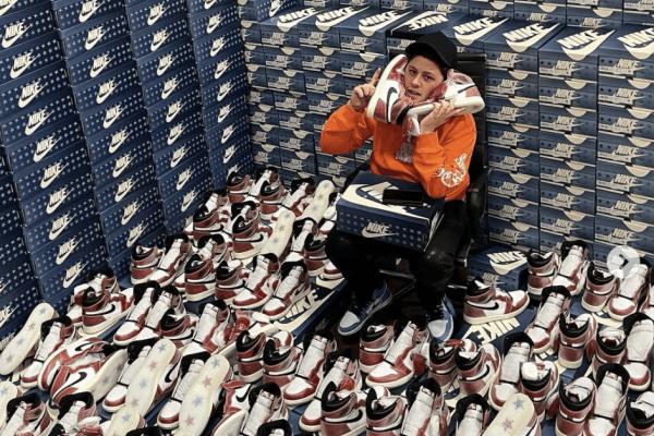 Sneaker Reseller Nike Jordan 1 Trophy Room